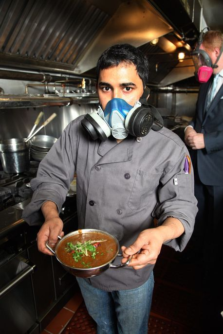 World's hottest curry: Our phaal guy tries dish that's so spicy chefs wear masks while cooking - Mirror Online