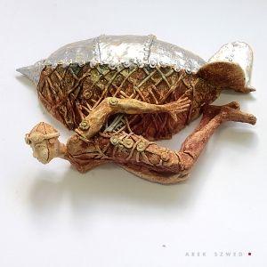 Srebrny Zeppelin. Ceramiczna płaskorzeźba do zawieszenia na ścianie. Ceramiczna ozdoba wykonana ręcznie Ceramika Arek Szwed / Ceramic Sculpture,