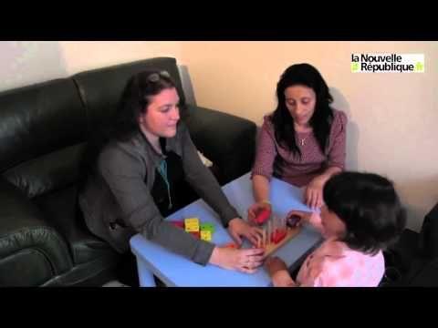 Yohann est un enfant atteint d'autisme. Karima Gouali, sa maman vient de créer une association «Vivons ensemble l'autisme» (16 rue des glycines 41260 La Chaussée-Saint-Victor) afin de réunir professionnel et parents concernés. Sandrine Coadalen, psychologue-comportementaliste, se rend au domicile familial chaque mercredi. Elle nous explique sa méthode de travail afin d'éveiller Yohann à son entourage.