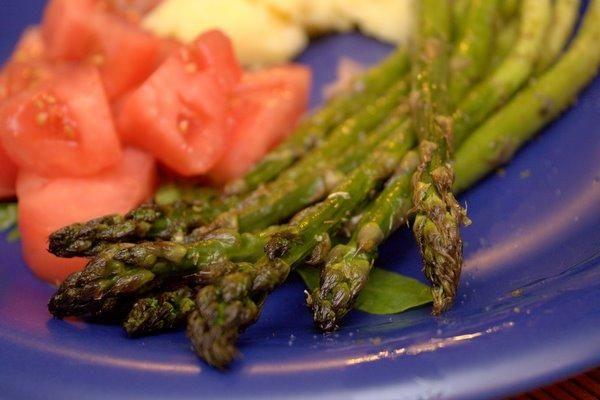 Szparagi pieczone z dodatkiem oregano (dieta wegańska)