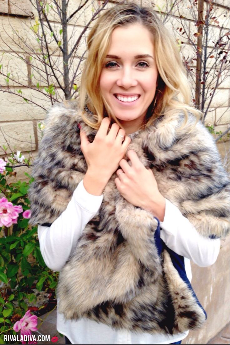Faux Fur Scarf Tutorial | RivaLaDiva.com