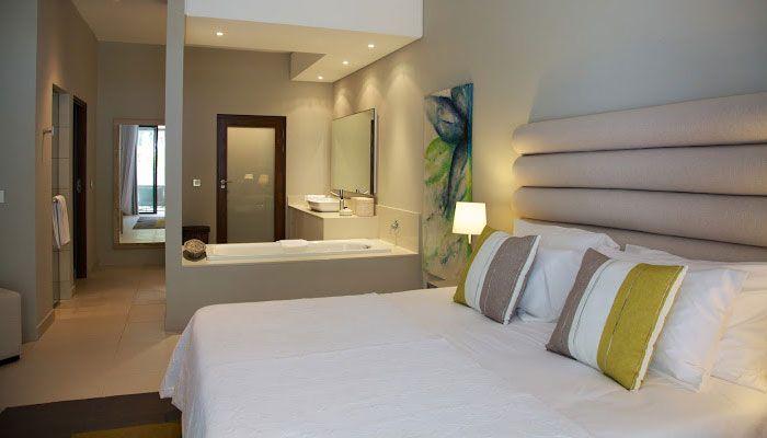 open plan bedroom & bathroom