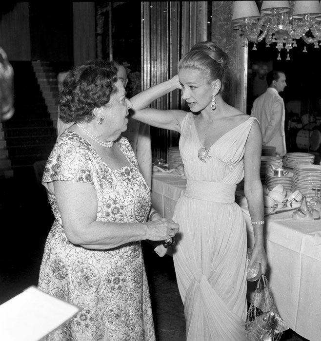 Da sin: Elsa Maxwell e Tina Onassis in occasione della festa di Elsa Maxwell. Venezia, Hotel Danieli, 3 Settembre 1957 © Archivio Cameraphoto Epoche Venezia