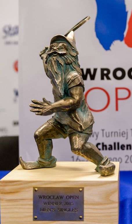 File:Tenisista (Tennis Player) Wroclaw dwarf 01.jpg