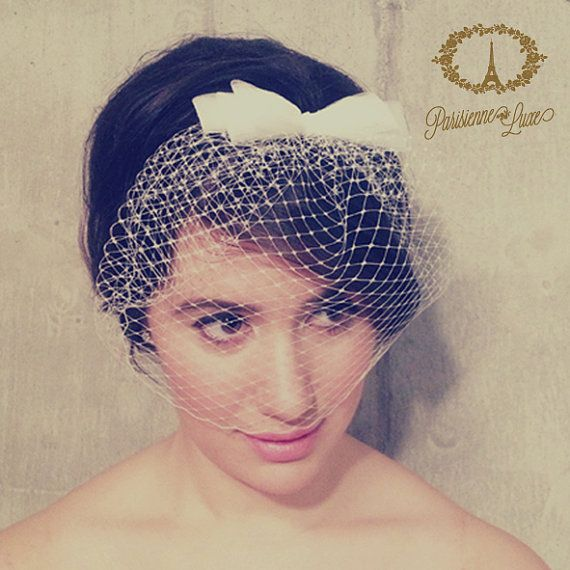 birdcage veil with bow, perfect for a vintage wedding