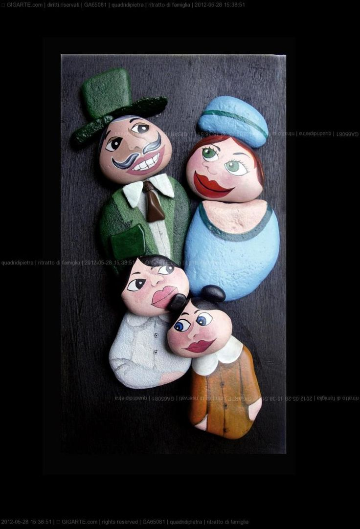 tramite foto , realizzo su commissione ritratti di famiglia   Each creation is a unique piece made and hand painted. I often work on commiss...