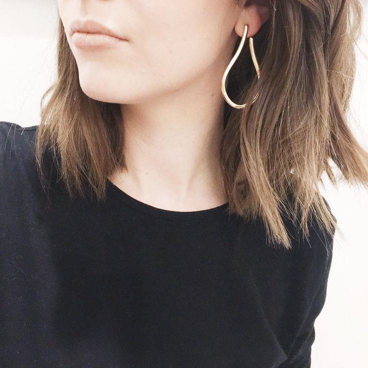 "41 Likes, 1 Comments - Fliss North (@flissnorth) on Instagram: ""Little details. . #ootd #wiwt #jewellery #earrings #gold #mango #tshirt #basic #hm #hmootd #longbob…"""