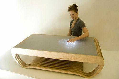 Moderne attraktive Couchtische fürs Wohnzimmer – 50 coole Bilder - trendy eigenartige kaffeetische holz hell platte touchscreen