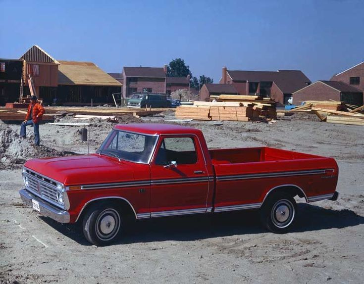 Pictures of Classic Ford Pickup Trucks: 1975 Ford F-150 Pickup Truck