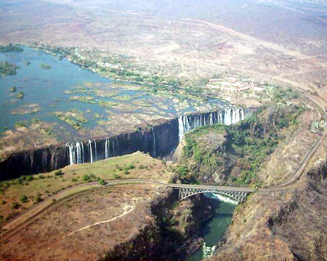 """Victoria Falls"". ""Rio Zambeze"". # Fronteira de Zâmbia e Zimbabwe."