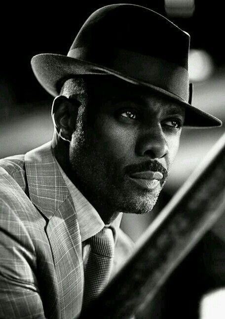 """Idrissa Akuna Idris Elba es un actor británico de televisión, teatro y cine. Inició su carrera en Estados Unidos, siendo su papel más conocido el de Russell """"Stringer"""" Bell, traficante de drogas."""