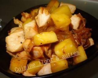 Poulet à l'ananas rapide par Cuisine Light : http://www.fourchette-et-bikini.fr/recettes/recettes-minceur/poulet-lananas-rapide-par-cuisine-light-autres.html