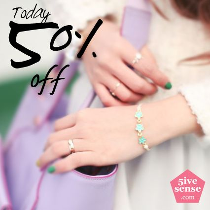 5ivesense's Today Big Sale! It's up to 50% to worldwide shipping! Don't miss this big chance~  http://5ivesense.com/index.php/kitsch-island-daisy-reversible-bracelet.html