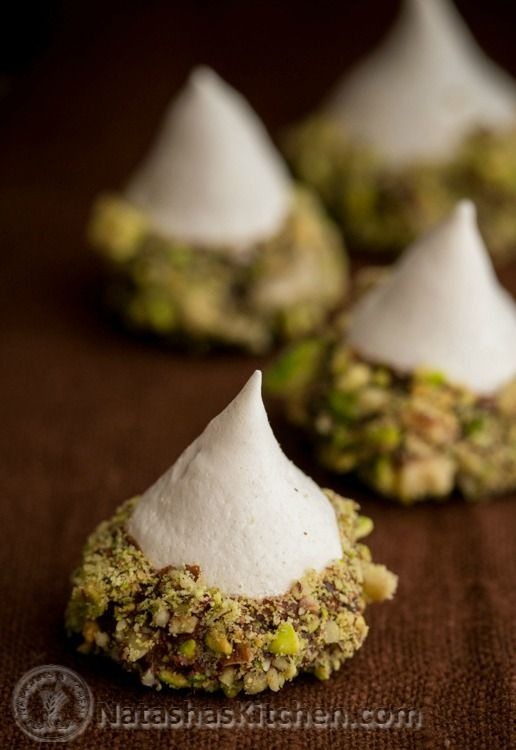 Check out these sweet little Meringue Acorns (great step-by-step photo tutorial) @natashaskitchen
