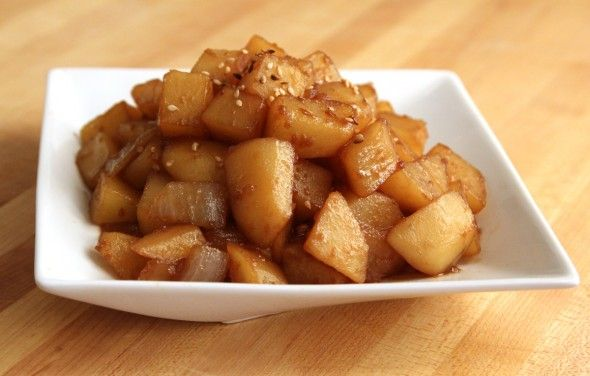 Gamja jorim - Korean recipe for potatoes simmered in a soy sauce based broth - so yummy~ lots of fragrant garlic too