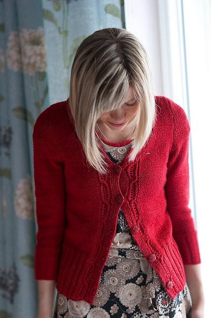 Krentu: Kleid und Strickjacke