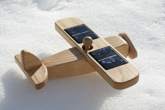 New Project for Tarun?Airplanes Traditional, Amazing Stuff, Favorite Things, Kids Stuff, Avião Solar, Wood Airplanes, Wooden Airplanes, Solar Power, Power Wooden