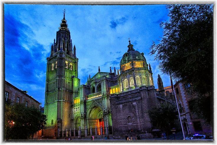 Catedral de Toledo iluminada...