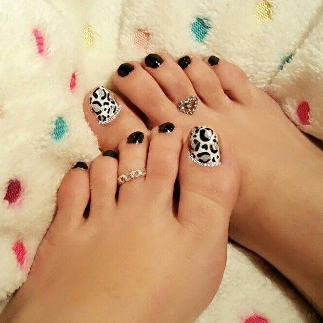 هذه #أظافر اليوم  It's Monday Pedi: Black Leopard Toe Nails