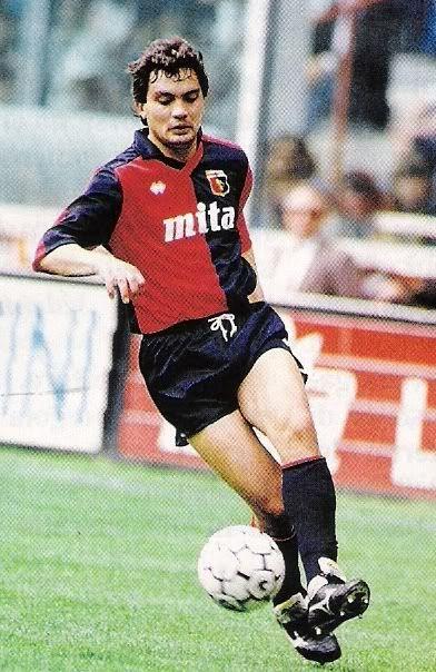 Claudio Vaz Leal, Branco, defensor Campeon del Mundo en 1994, de poderoso golpeo de balon aqui aparece con la camisa del Genoa italiano (1991-1993)