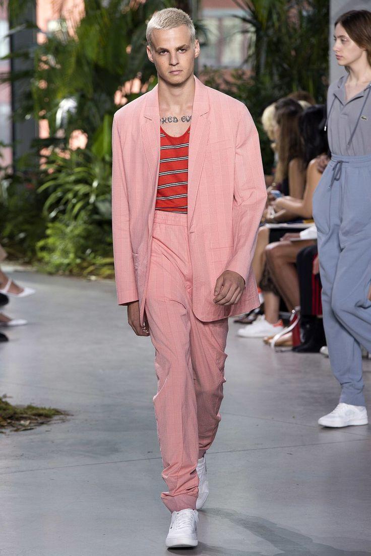 Resultado de imagem para desfile masculina lacoste rosa