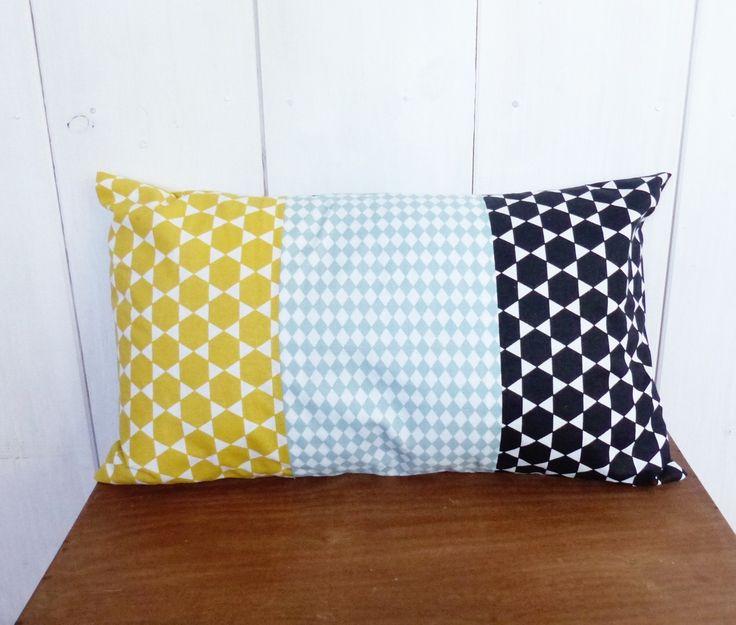 housse de coussin patchwork 30x50 cm style nordique noir bleu et jaune moutarde textiles et. Black Bedroom Furniture Sets. Home Design Ideas