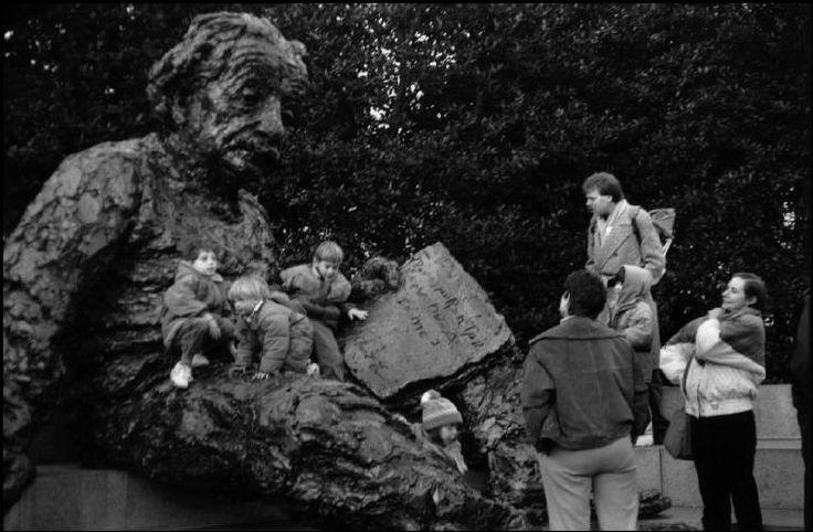 martine franck(1938-2012), statue to einstein. washington. http://www.magnumphotos.com/C.aspx?VP3=SearchDetail&VBID=2K1HZOQPUH96UE&PN=3753&IID=2S5RYDYHQ8AM