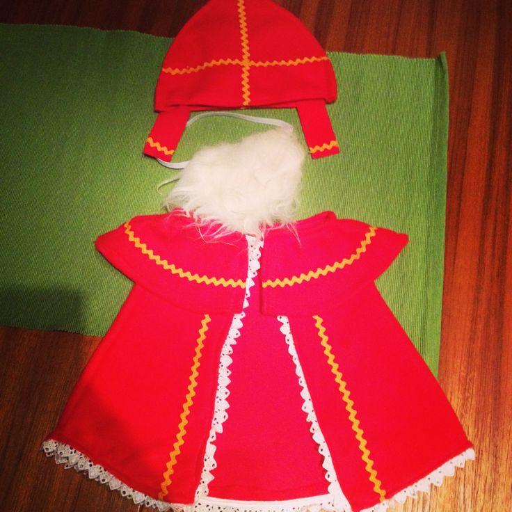 Sinterklaas outfit voor klaspop jules. Eerste kleuterklas