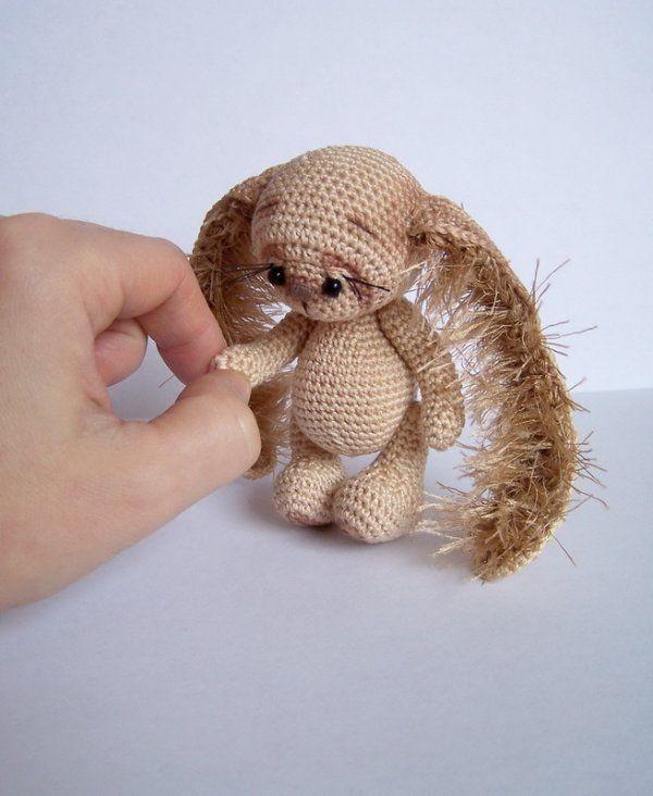 [SOLD] Crochet Thread Artist Rabbit by Benesak / Teddy Bears & Pals / Teddy Talk: Creating, Collecting, Connecting