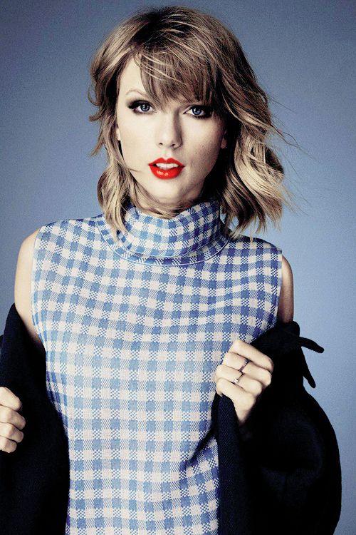 Taylor Swift es una cantante y activista por las niñas. Ella promueve las chicas para ser ellas mismas.