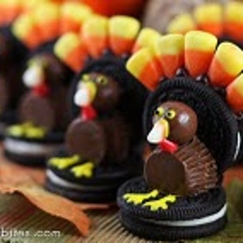 Great Thanksgiving table idea.