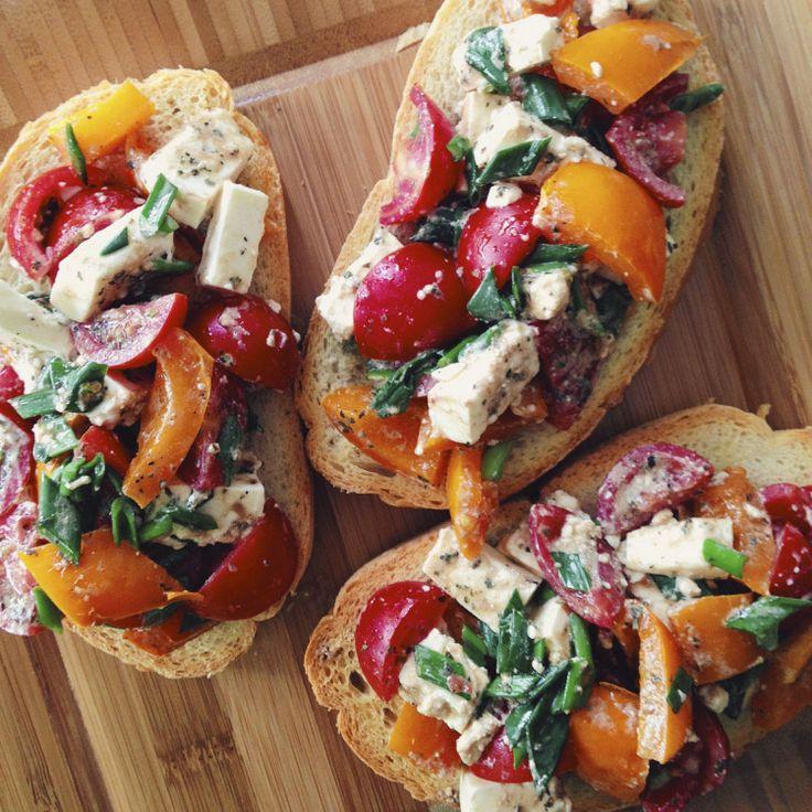 Готовим вместе: брускетта с овощами и брынзой