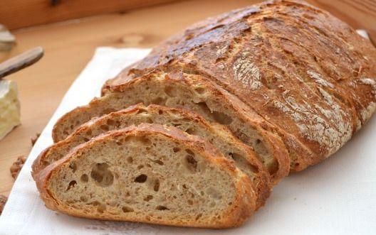Come fare il pane di farro in casa? Vi proponiamo la ricetta facile, senza tralasciare le proprietà e i benefici di questo cereale.