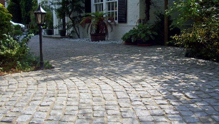 Granite Setts, Silver Grey A great rustic driveway / surface concept.