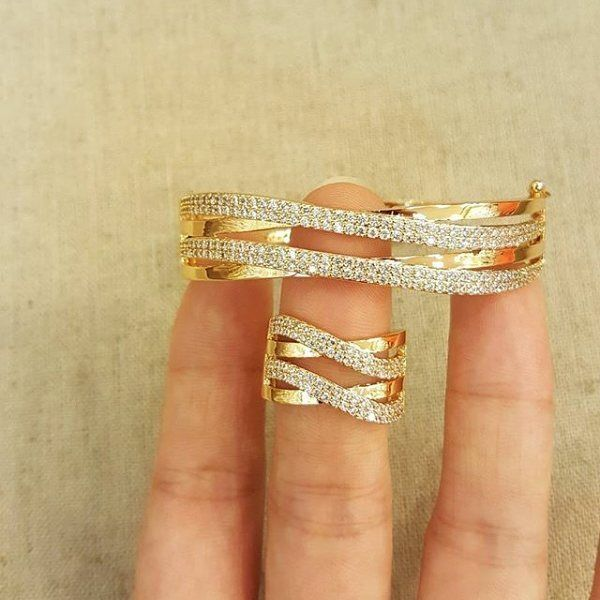 Set  IDR.180k GROSIR-ECER-DROPSHIP Gold plated 18k Tidak(alergi/luntur/karat) Bbm -> 54e6b3bb Wa--> 085759845766 Line -> chelycollectiqu TRIMS.TIDAK COMENT DI GAMBAR  #xuping #goldplated #diamondluxury #bridalshower #bridalwedding #bridalmakeup #gift #surprice #diamonds #kadocantik #kadomurahmeriah #hadiahunikbuatwisuda #grosirtas  #grosiraksesoris  #grosiraksesoris  #grosirtasmurah #lucu #unik #emas #jne #posindonesia #aksesoris #gelang  #cincin #anting  #kalung #valentine #kadovalentine…