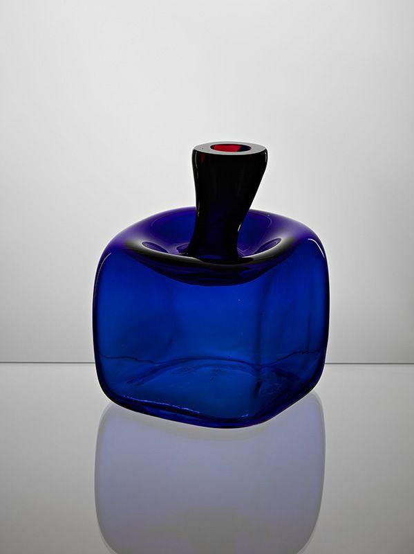 Jaroslav Taraba, blown glass vase, 1965, H: 14,0 cm, D: 10,0 cm, glassworks Lednicke Rovne, Czechoslovakia, property of SNG Bratislava