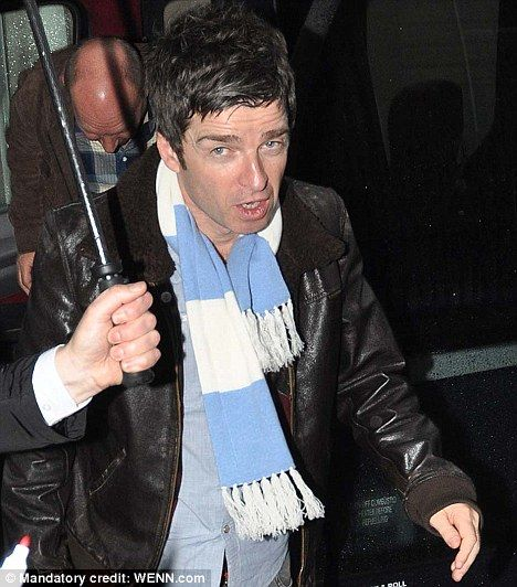 Liam and Noel Gallagher Fighting | Let them sort it out themselves': Liam and Noel Gallagher's mother ...