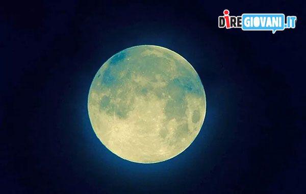 Titolo: Luna piena Descrizione: Fotografata con nikon d7000 Obbiettivo 70.300. Iso100 F/8 Tempi1 26 Nome dell'Autore: Enrico Vescovi