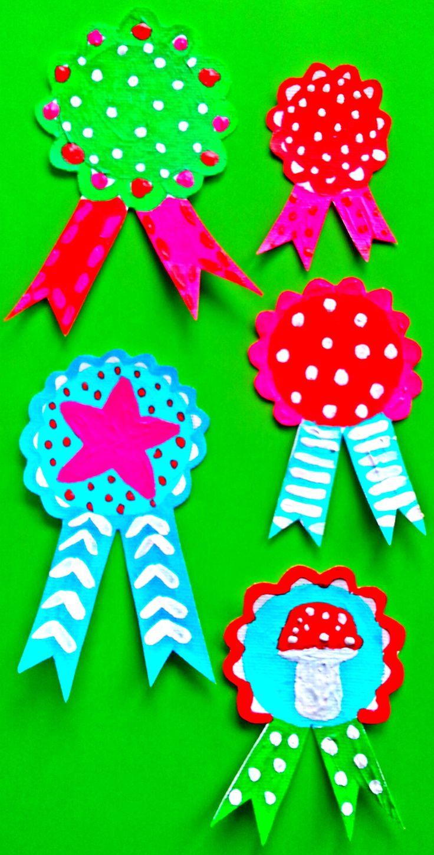 ~Handbeschilderde broches op canvasdoek gemaakt door mijzelf-ook leuk te gebruiken als cadeauversiering~