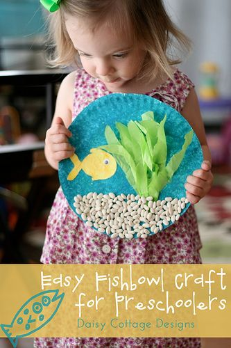 Under the Sea Preschool Craft from Daisy Cottage Designs. The make this adorable fish craft you will need paint (two shades of blue and green), paint brushes or sponge, paper plate, white card stock, green and yellow tissue paper, beans, fish template, school glue and one googly eye.
