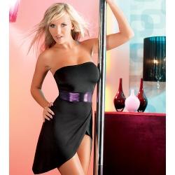 Een sexy jurkje voor maar €39,95 online te bestellen in de webwinkel van sexylingeriebestellen.nl. Het jurkje heeft een sexy uiterlijk doordat de schouders vrij zijn en het uitdagend kort is bij het kruis. De zwarte jurk heeft een metallic paarse band.
