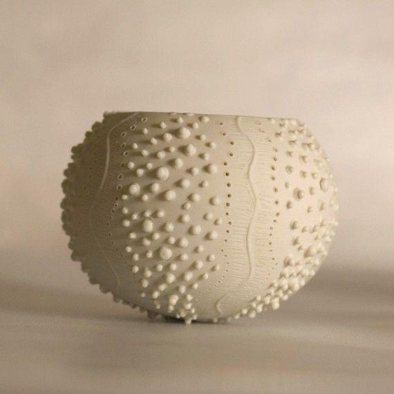 bougeoir en céramique d'oursin. lumière de thé porcelaine par wapa, $40.00