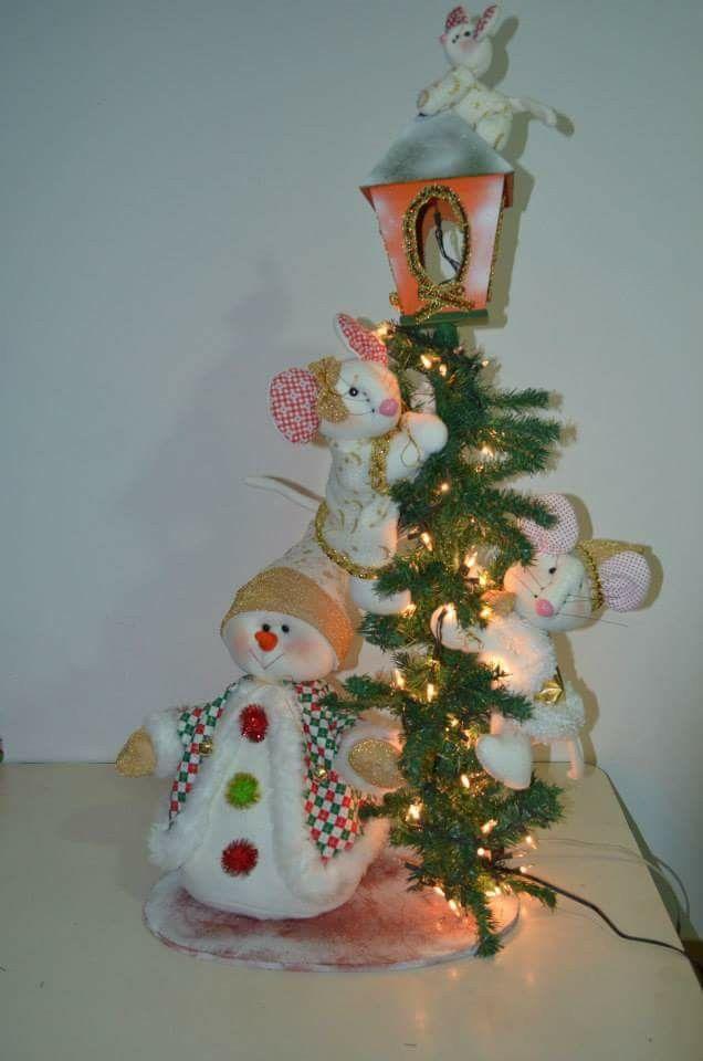Farol con ratones y nieve de muñecos navideños blanca nieve