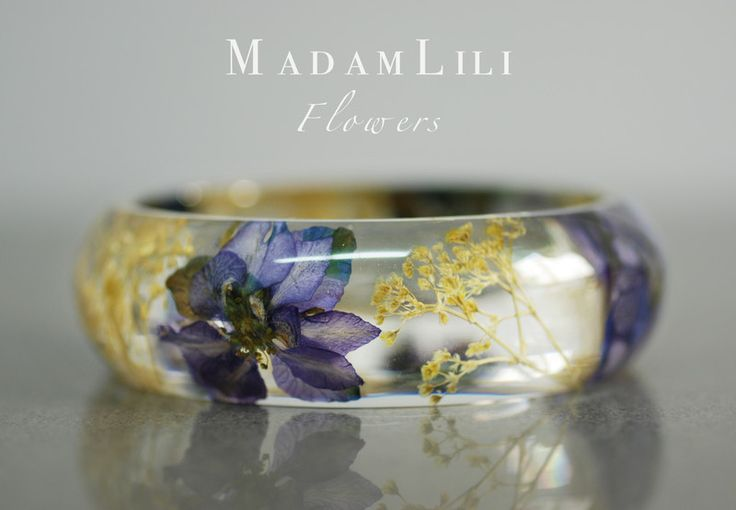 Real Flower Bracelet -  Shop name: MadamLili  ♥ ♥ BRACELET  We have poured these beautiful real dry blossoms into resin and processed as a bracelet. Naturalness combined with classic elegance - chic and feminine. Diameter about 6.4cm  Designerstück von madamlili bei DaWanda♥🌸♥