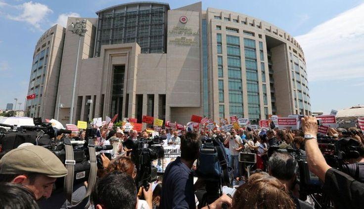Cumhuriyet Gazetesi davasında savcı mütalaasını verdi.5 kişiye tahliye talebi.. - http://jurnalci.com/cumhuriyet-gazetesi-davasinda-savci-mutalaasini-verdi-5-kisiye-tahliye-talebi-84659.html