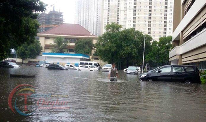 Hujan Menerus, Jakarta Dikepung Banjir