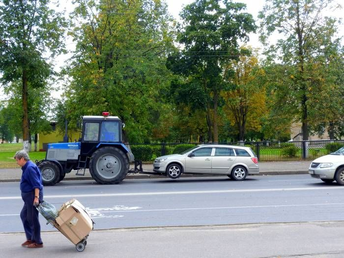 неправильная парковка грозит эвакуатором Автостоянок в нашем городе катастрофически не хватает, вот и вынуждены автовладельцы парковаться, где придется. Однако и Витебское ГАИ не дремлет: время от времени на улицах города появляются эвакуаторы, которые увозят