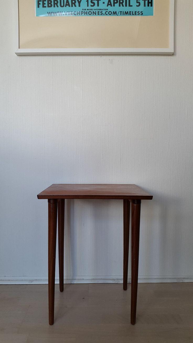 (3) FINN – Retro kvadratisk teak bord med fine detaljer. Vintage norsk