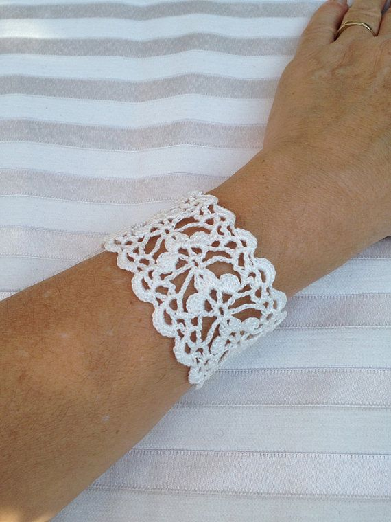 Tutorial Crochet Pattern Lace Cuff Bracelet por accessoriesbynez