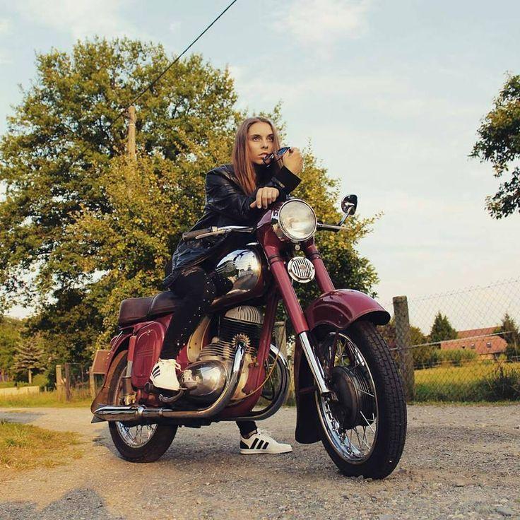 Jawa 250 / 353 Kyvacka #SexyMoto #Girls #Motorcycles